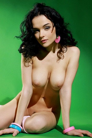 Hot babe Katie Fey (aka Jenya) shows her hot naked body