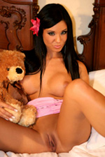 Hot babe Ashley Bulgari shows her hot body and pussy
